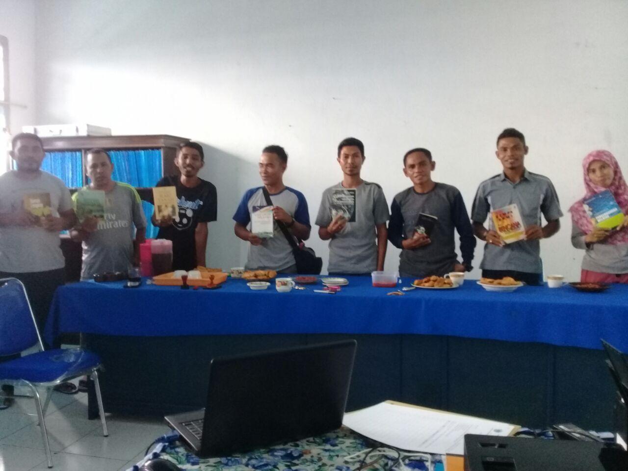 Alumni Prodi Geografi Menyumbang Buku